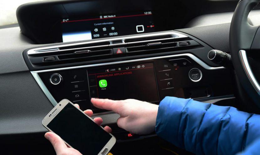 brancher telephone sur autoradio usb